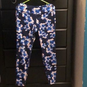 Used active workout pants size L